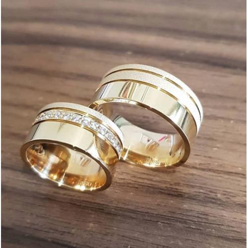 Aliança de Moeda - 10MM Feminina cravejada com zircônia e masculina frisada / detalhe diamantado